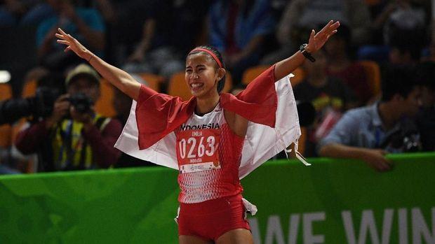 Emilia Nova meraih emas SEA Games di nomor lari halang rintang cabor atletik. (