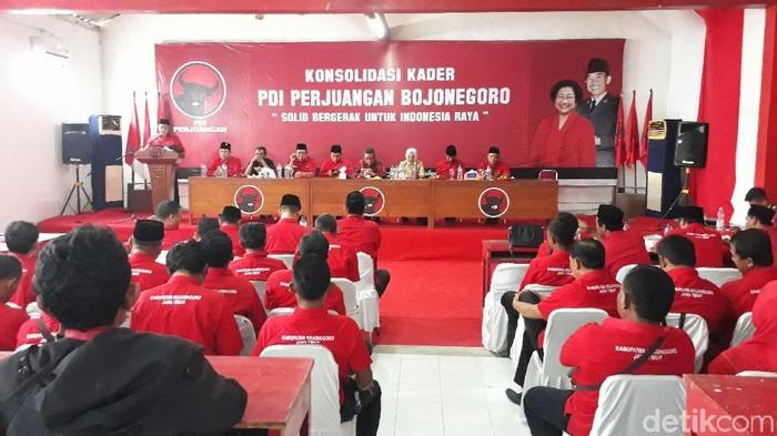 Konsolidasi kader di kantor DPC PDIP Bojonegoro/Foto: Ainur Rofiq