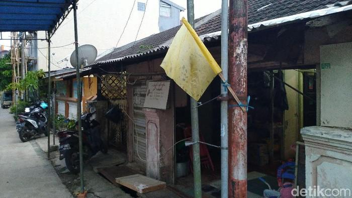 Foto: Rumah duka Ustaz Beben yang jatuh di jalan berlubang GDC Depok. (Sachril-detikcom)