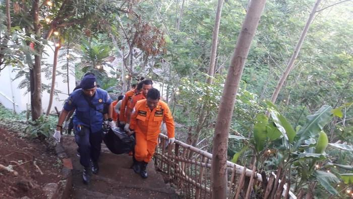 Evakuasi bocah tenggelam di Curug Gondoriyo Semarang. (Foto: dok. Istimewa)