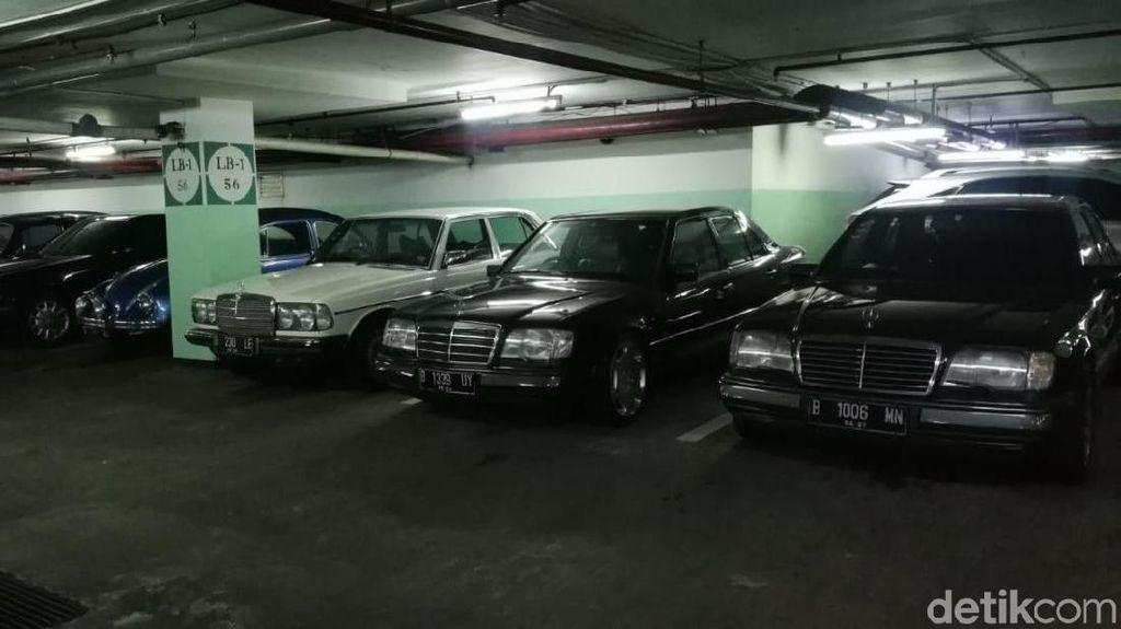 Parkiran Apartemen Tanah Abang Bagai Lantai Pameran Mobil Klasik
