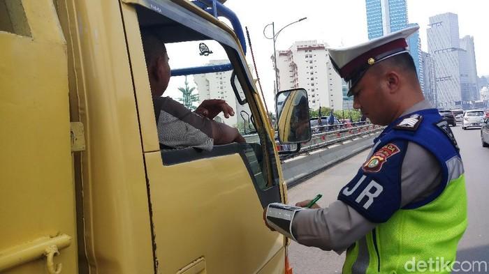Polda Metro Jaya menggelar razia di Tol Dalam Kota. (Farih/detikcom)
