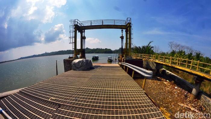 Kondisi pelabuhan penyeberangan Majingklak di Kabupaten Pangandaran nampak memprihatinkan. Pelabuhan itu tengah hadapi persoalan pendangkalan yang cukup parah.