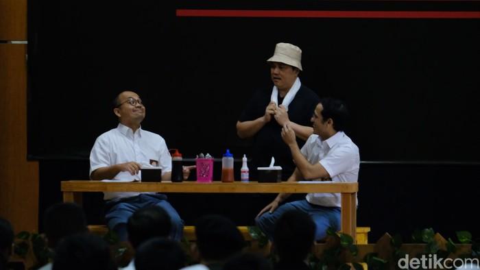 Nadiem-Wishnutama pentas antikorupsi berseragam SMA, Erick Thohir jadi tukang bakso (Andhika Prasetia/detikcom)