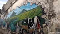 Awalnya warga Muntilan dan pemuda setempat ingin menampilkan nuansa yang berbeda. Untuk itu, Irvan pun memberikan masukan untuk melukis 3D di tembok sepanjang 50 meter itu. (Eko Susanto/detikcom)