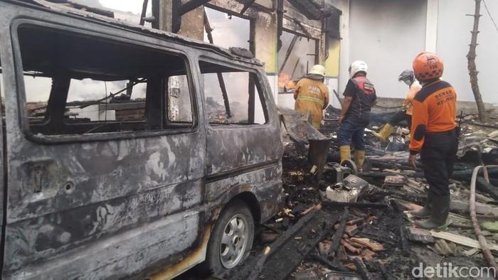 Kebakara gudang farmasi di Jombang (Foto: Enggran Eko Budianto/detikcom)