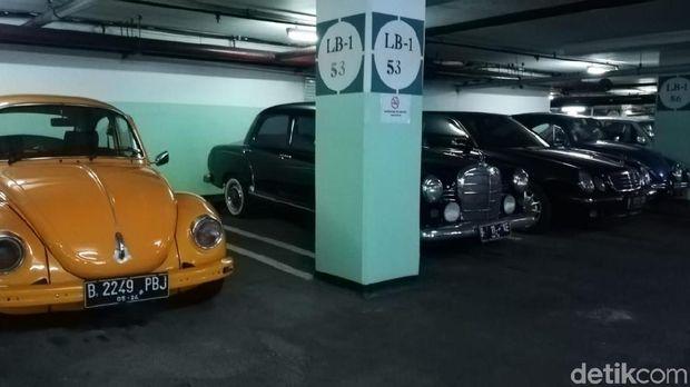 Mobil klasik di Apartemen Tanah Abang