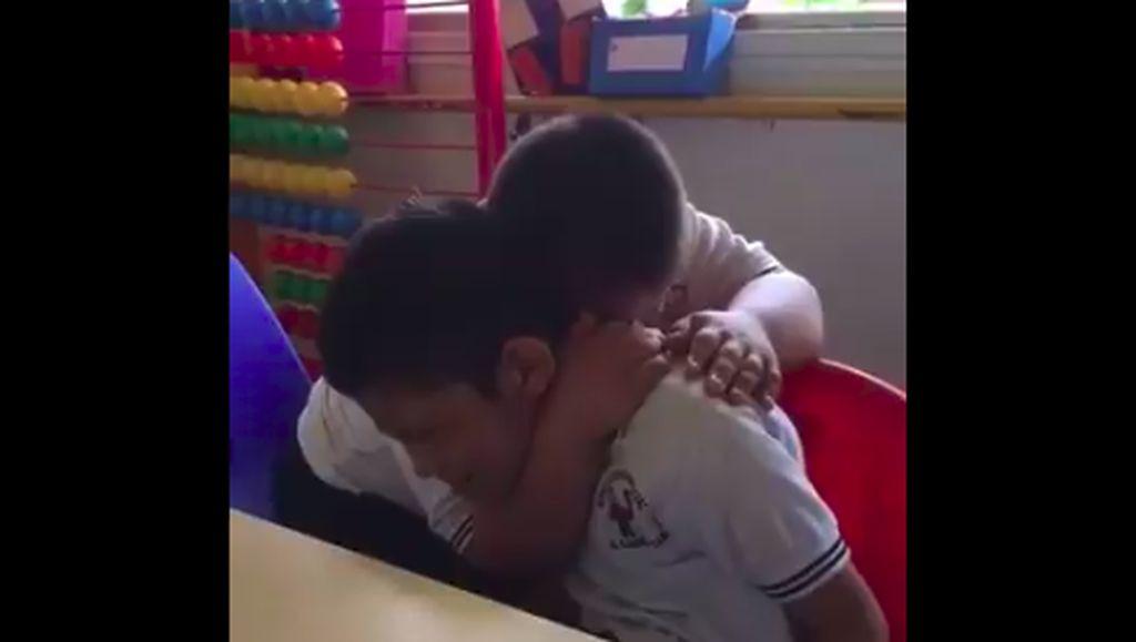 Haru! Viral Video Anak dengan Down Syndrome Peluk Hangat Teman Autisnya