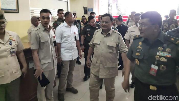 Menhan Prabowo Subianto di Pusrehab Kemhan RI. (Yogi Ernes/detikcom)