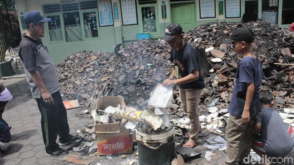 Rusak Saat Kebakaran, Ratusan Mushaf Alquran di Batujajar Dibakar