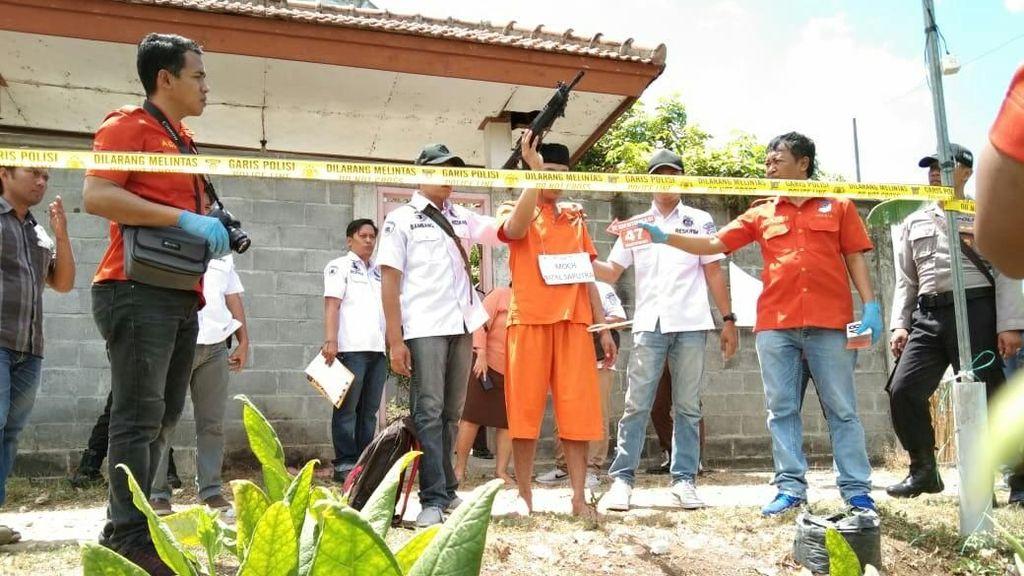 Rekonstruksi Pembunuhan Pasutri di Tulungagung, Tersangka Hampir Dikeroyok