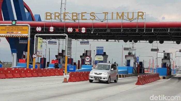 Kakorlantas Polri Irjen Istiono meninjau jalur Tol Trans Jawa di gerbang Tol Brebes Timur, Senin (9/12/2019). (Imam Suripto/detikcom)