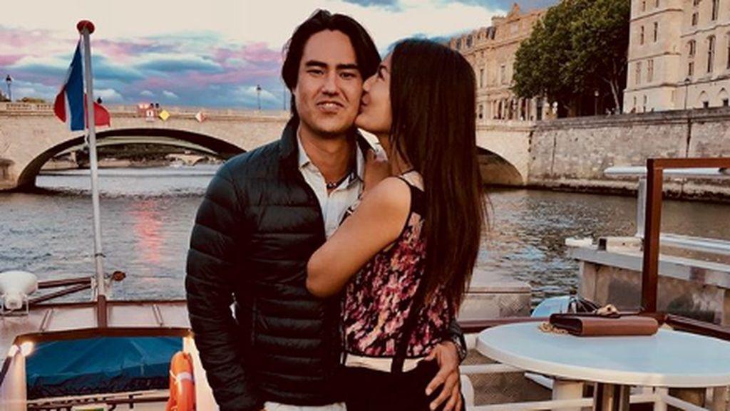 Mesranya Maria Selena dan Kekasih Pilotnya