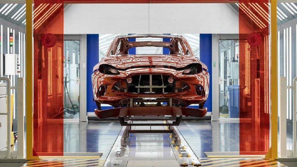 Aston Martin Buka Pabrik Khusus Produksi SUV