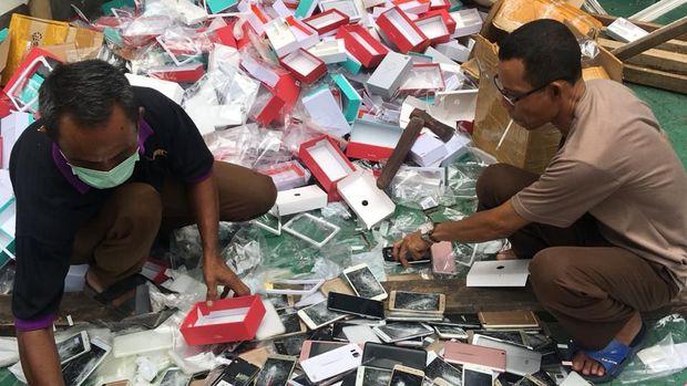 Jeder!!! Jaksa Hancurkan Ribuan iPhone 11, XS, XS MAX hingga X