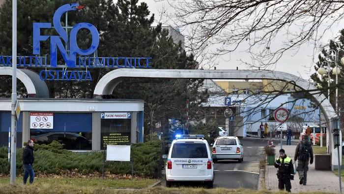 Situasi di rumah sakit di Ostrava, Ceko usai penembakan (Jaroslav Ozana/CTK via AP)