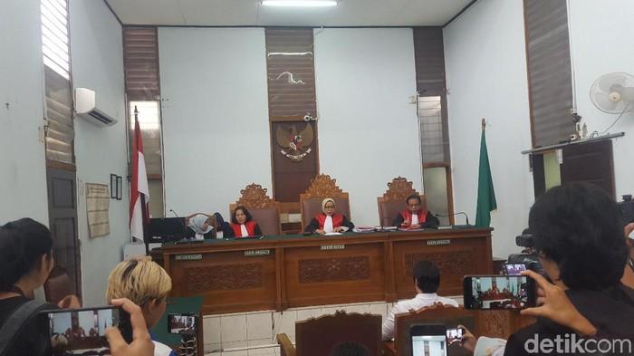 Sidang vonis Kriss Hatta terkait kasus penganiayaan (Zunita Amalia Putri/detikcom)