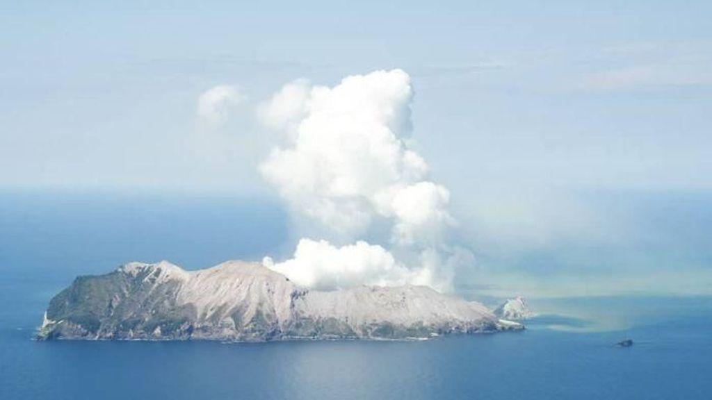 Video Enam Korban Tewas Diangkut Helikopter dari White Island