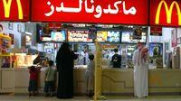 Arab Saudi Akhiri Pemisahan Pria-Wanita di Restoran
