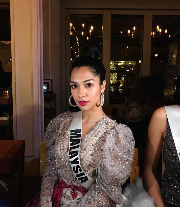 Shweta mewakili Malaysia di ajang Miss Universe 2019. Sebelumya ia mendapat penghargaan Miss Malaysia World 2016 dan Miss Universe Malaysia 2019. Foto: Instagram shweta_sekhon_