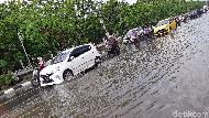 Diguyur Hujan, Jalan Urip Sumoharjo Makassar Tergenang