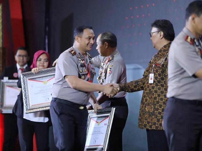 Saat Kapolres Malang AKBP Yade Setiawan menerima penghargaan/Foto: Istimewa