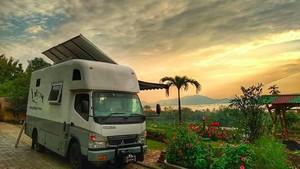 Keluarga Kusmajadi yang Keliling Indonesia Naik Truk