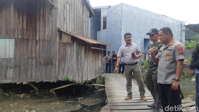 Kapolresta Samarinda Komnbes Arif Budiman di lokasi penemuan mayat balita tanpa kepala. (Yovanda/detikcom)
