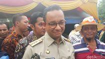 Malam Imlek, Anies Kunjungi Wihara Dharma Bhakti Petak Sembilan