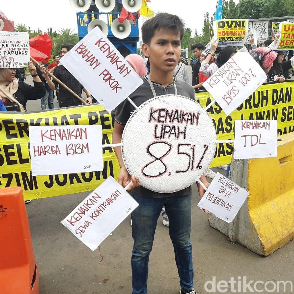 Massa Demo di Depan Istana Pertanyakan Kenaikan Iuran BPJS-BBM
