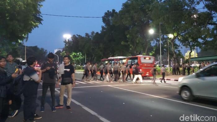 Massa demo di depan Istana Negara bubar (Farih Maulana Sidik/detikcom)