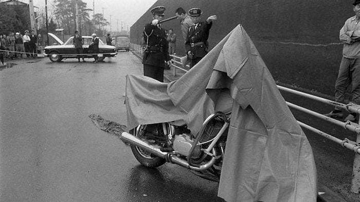Foto: Motor yang ditinggalkan perampok yang beraksi di Tokyo, Jepang pada 1968 (AFP PHOTO)