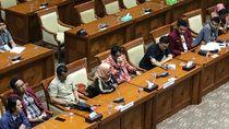 Audiensi ke DPR, Ibu Mahasiswa yang Tewas Saat Demo di Kendari Menangis