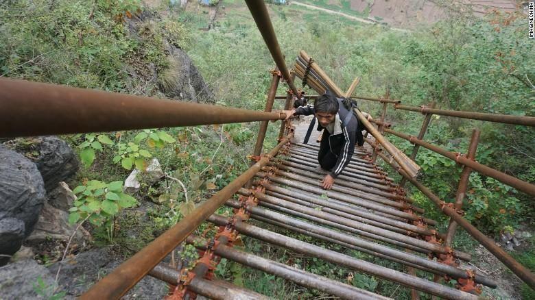 Tangga Langit di Desa Atuleer Sichuan China