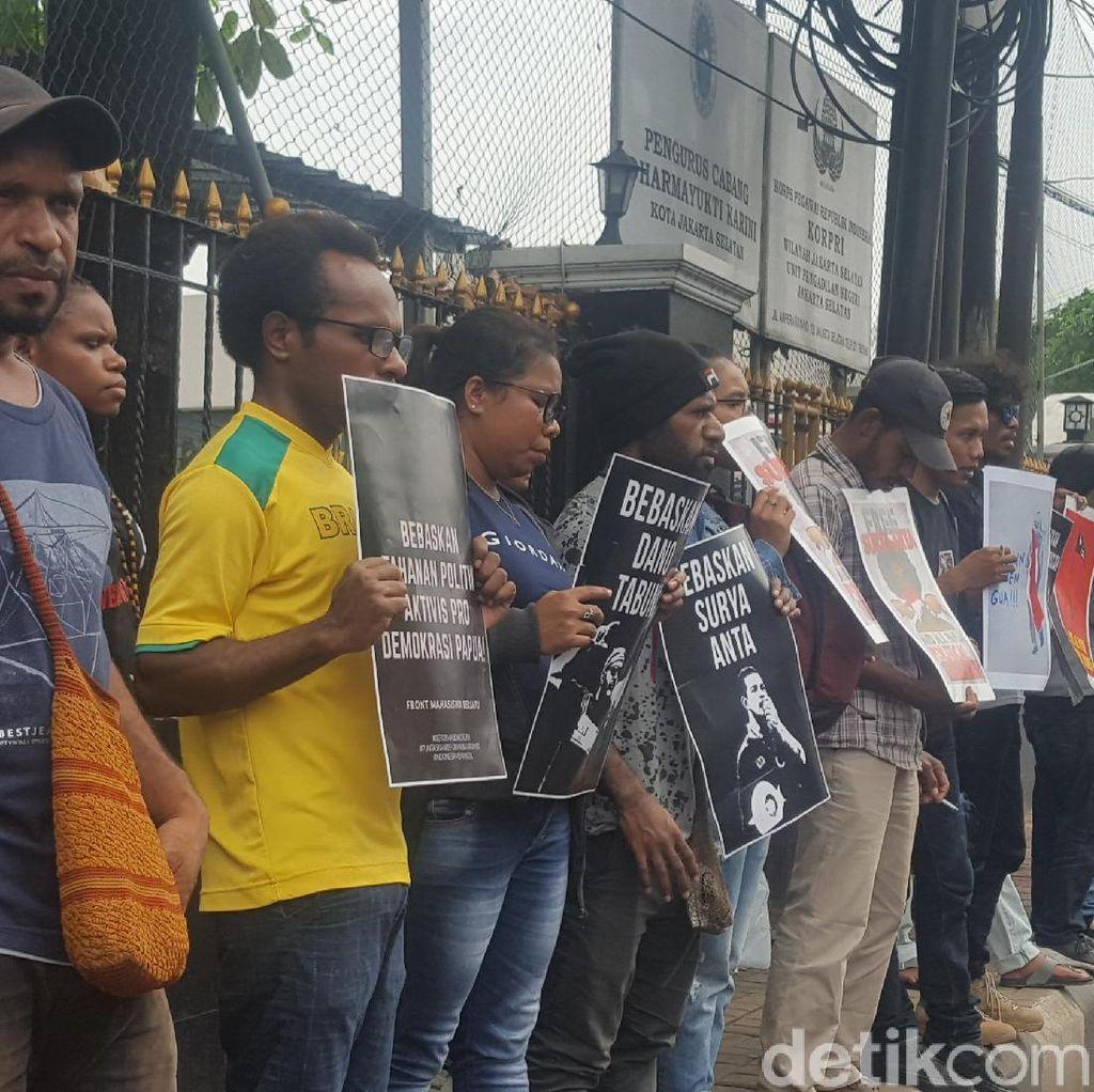 Praperadilan Pengibaran Bintang Kejora Ditolak