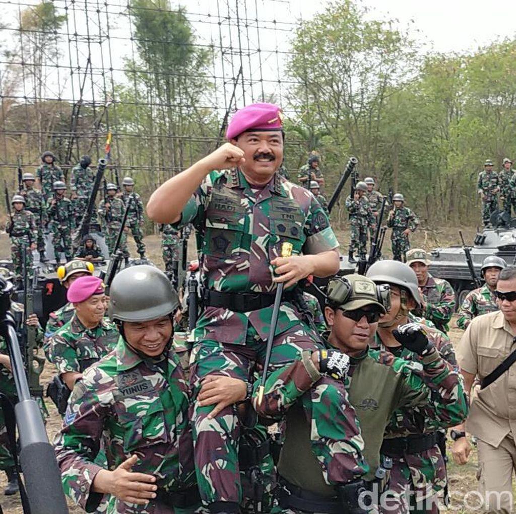 Panglima TNI Tinjau Latihan Kesiapsiagaan Operasional Marinir di Surabaya