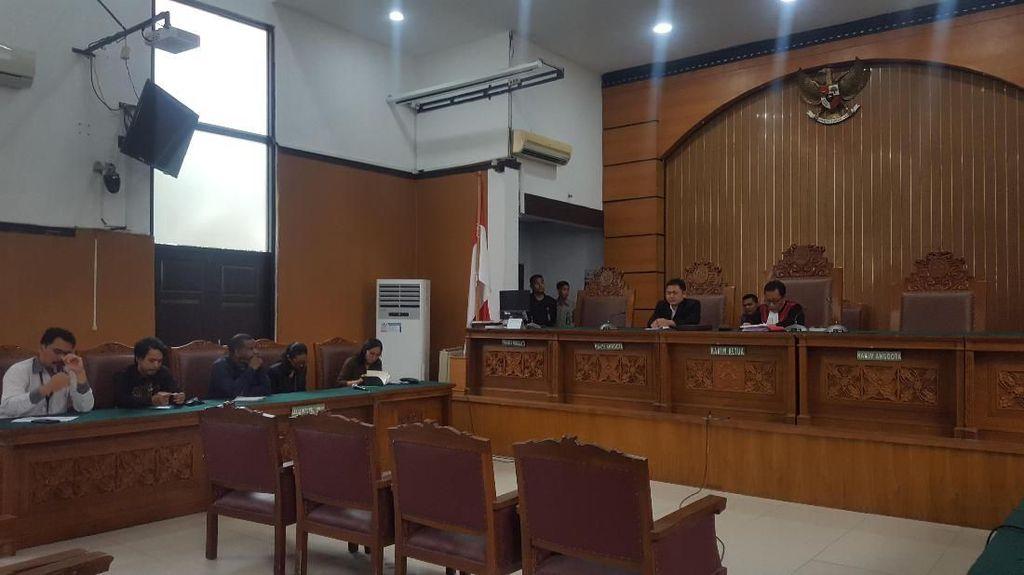 Hakim Tolak Praperadilan Tersangka Pengibar Bendera Bintang Kejora
