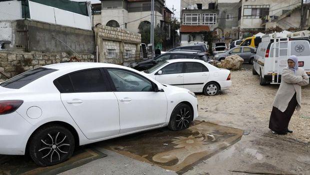 Mobil-mobil warga Palestina di Yerusalem dikempesi secara massal