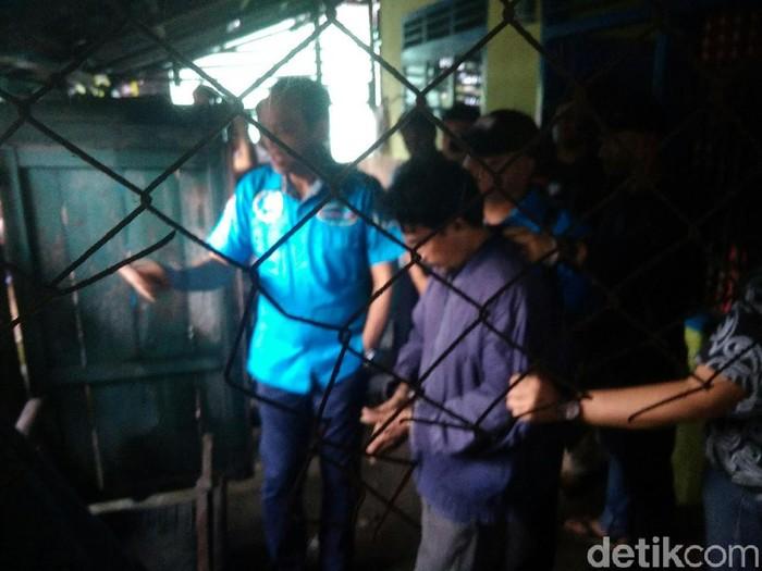 Deputi Pemberantasan BNN Irjen Arman Depari dan tersanga Zul. (Datuk Haris Molana/detikcom)