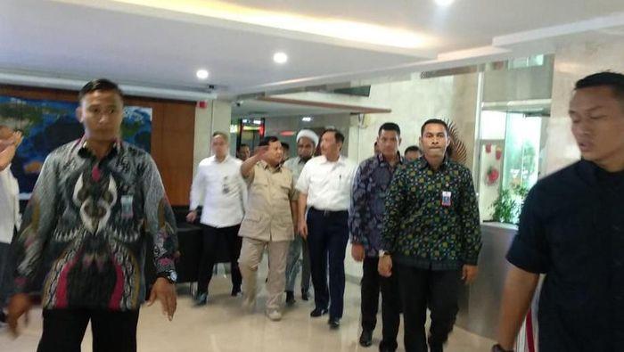 Foto: Prabowo dan Luhut makan siang bareng (Herdi Alif Al Hikam/detikcom)
