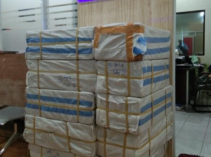 Tumpukan kardus berisi 1,5 juta pil koplo (Foto: Istimewa)