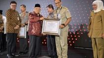 KemenPAN-RB Serahkan Penghargaan Zona Integritas ke Anies dan Khofifah