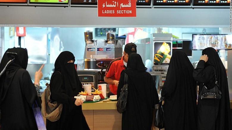 Pemisahan pria-wanita di Arab Saudi (Foto: CNN)