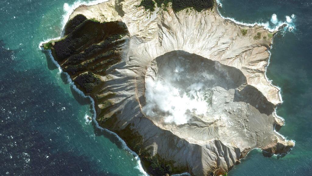Usai Meletus, Gunung Api di Selandia Baru Difoto dari Satelit