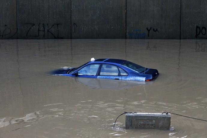 Mobil-mobil Ini Jadi Korban Banjir di Libanon