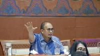Andre Inisiasi Interpelasi, Istri Gubernur Chat Tembak Mati