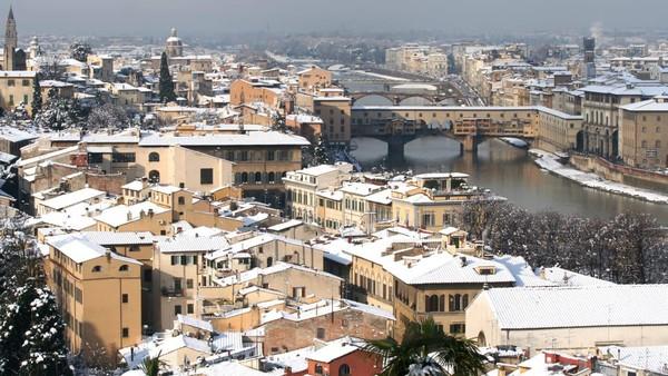 Kunjungilah museum-museum ini, seperti Galeri Uffizi (tempatnya Birth of Venus karya Sandro Botticelli) dan Galeri Accademia (tempat patung Michelangelo David), Museo dellOpera del Duomo (bagian dari Katedral Florence yang terkenal), dan Palazzo Strozzi (dengan beragam koleksi seni kontemporernya) (Foto: CNN)