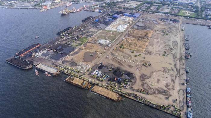 Foto udara dermaga di Pelabuhan Marunda, Jakarta, Rabu (11/12/2019). PT Karya Citra Nusantara (KCN) terus melanjutkan penyelesaian pembangunan dermaga (pier) 2 dan 3 Pelabuhan Marunda yang merupakan Proyek Strategis Nasional dan ditargetkan rampung pada tahun 2023. ANTARA FOTO/Hafidz Mubarak A/wsj.