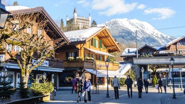 Kota Pegunungan Alpen ini jadi tempat nongkrong terkenal dan memiliki banyak kegiatan khususnya di bulan Januari. Yang pertama dan terpenting adalah Festival Balon Panas Internasional (Foto: CNN)