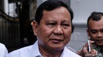 Viral Prabowo Bercanda Bangunkan Ajudan yang Ketiduran
